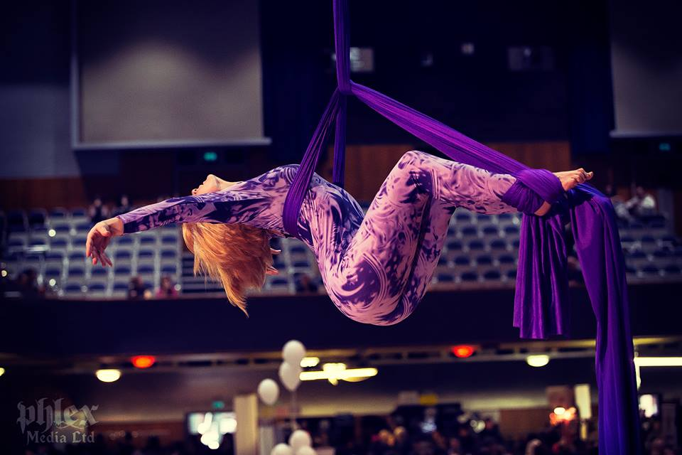 Loretta-Hope-aerial-silks-soloist-Birmingham-West-Midlands-Vegan_Festival-Wolverhampton-aerialist-entertainer-multiskilled-performer-actress-model