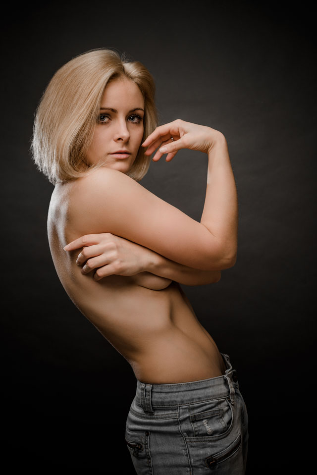 Loretta-hope-model-Birmingham-blonde-bob-hair-modelling-portrait-photography-studio-shoot-sassy-attitude-denim-fashion-casual