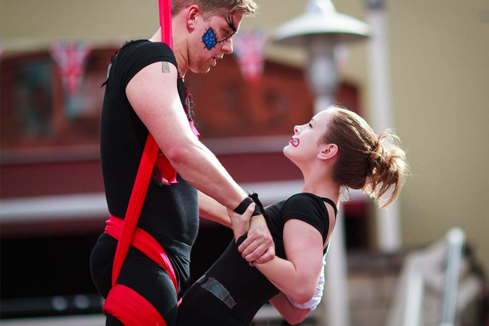 Loretta-Hope-Joseph-Fearn-aerial-silks-duet-community-performance-Birmingham-Arcadian-CircusMASH-Rogueplay-entertainment-circus-aerialists-West-Midlands